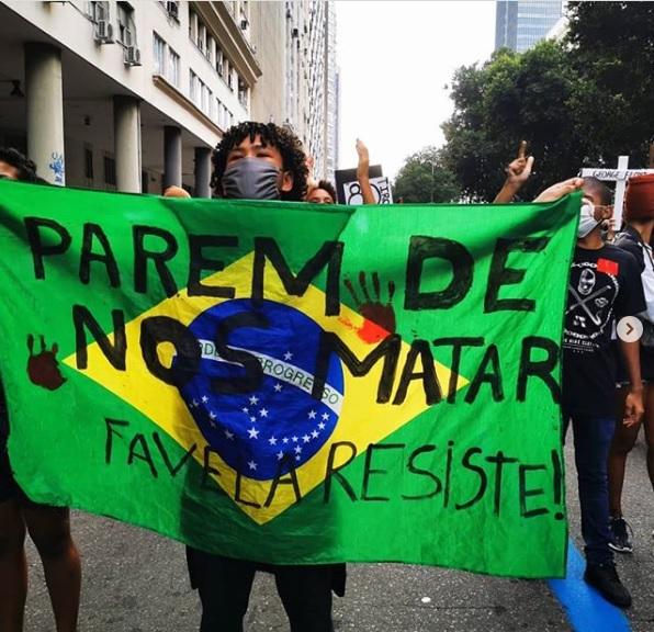 Protesto das comunidades no Rio de Janeiro. Foto: Daiene Mendes
